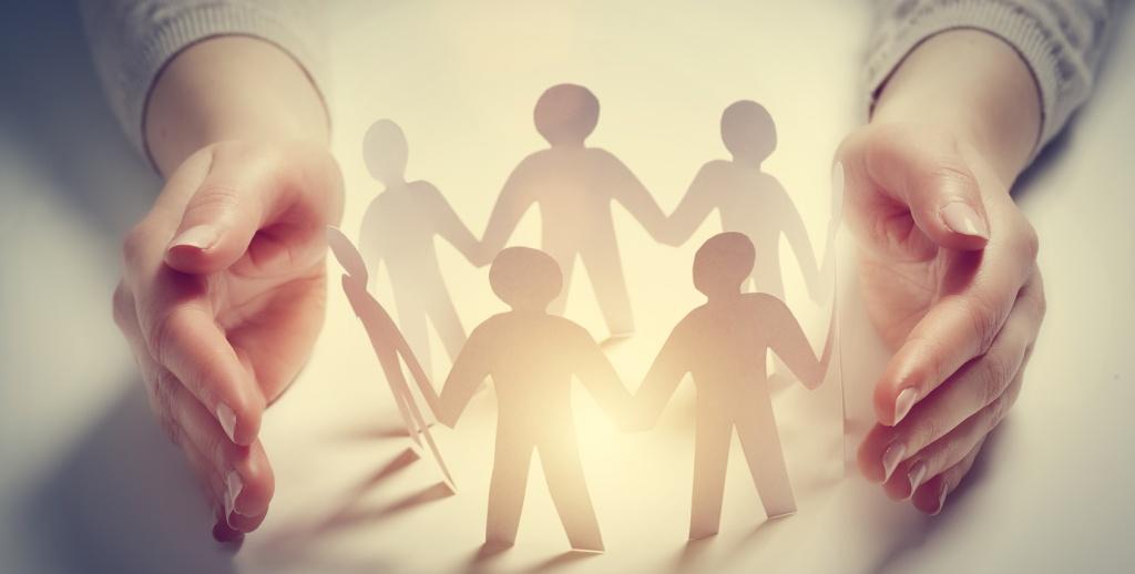 Menschen verbinden sich zu einem Kreis